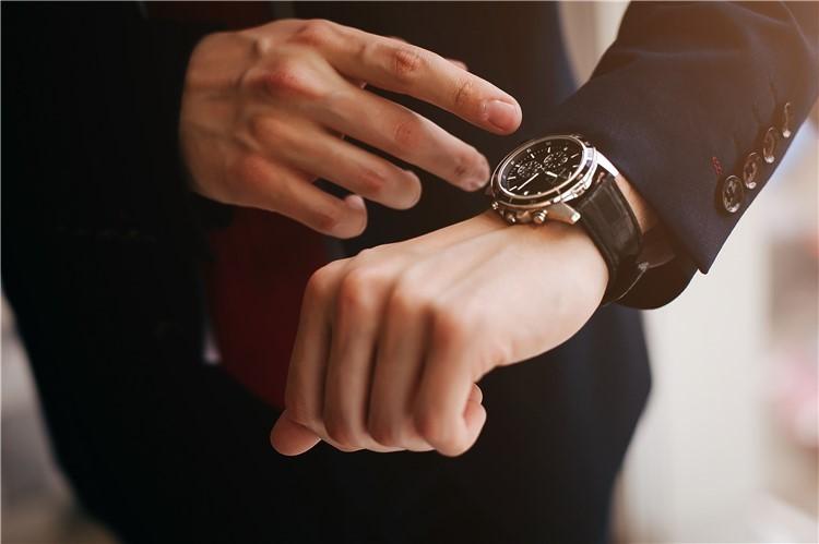 orologio al polso destro o sinistro